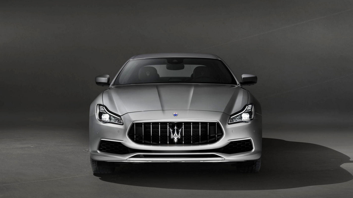 Maserati Quattroporte GranLusso front view, grey version