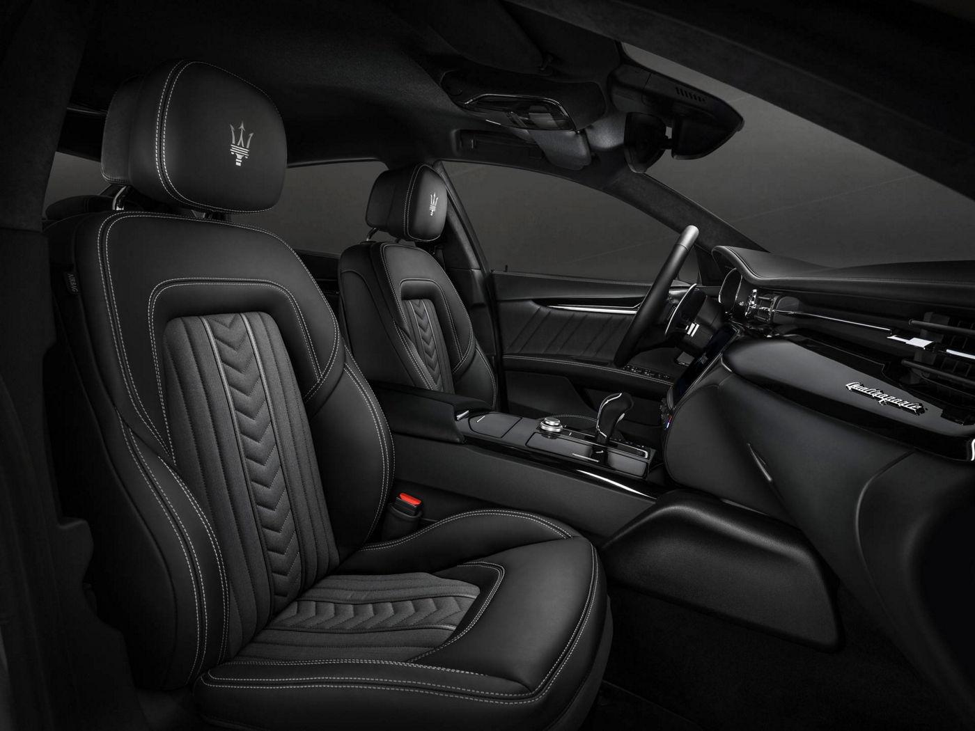 Seats black leather design details - Maserati Quattroporte GranLusso