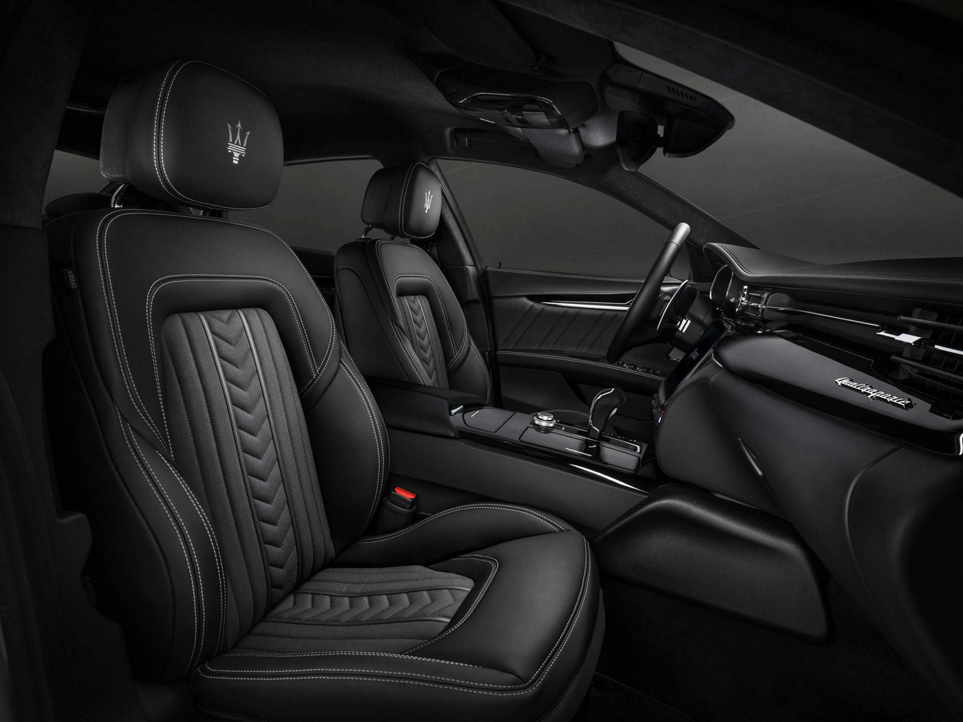 Seats black leather design details - Maserati Quattroporte GranLusso