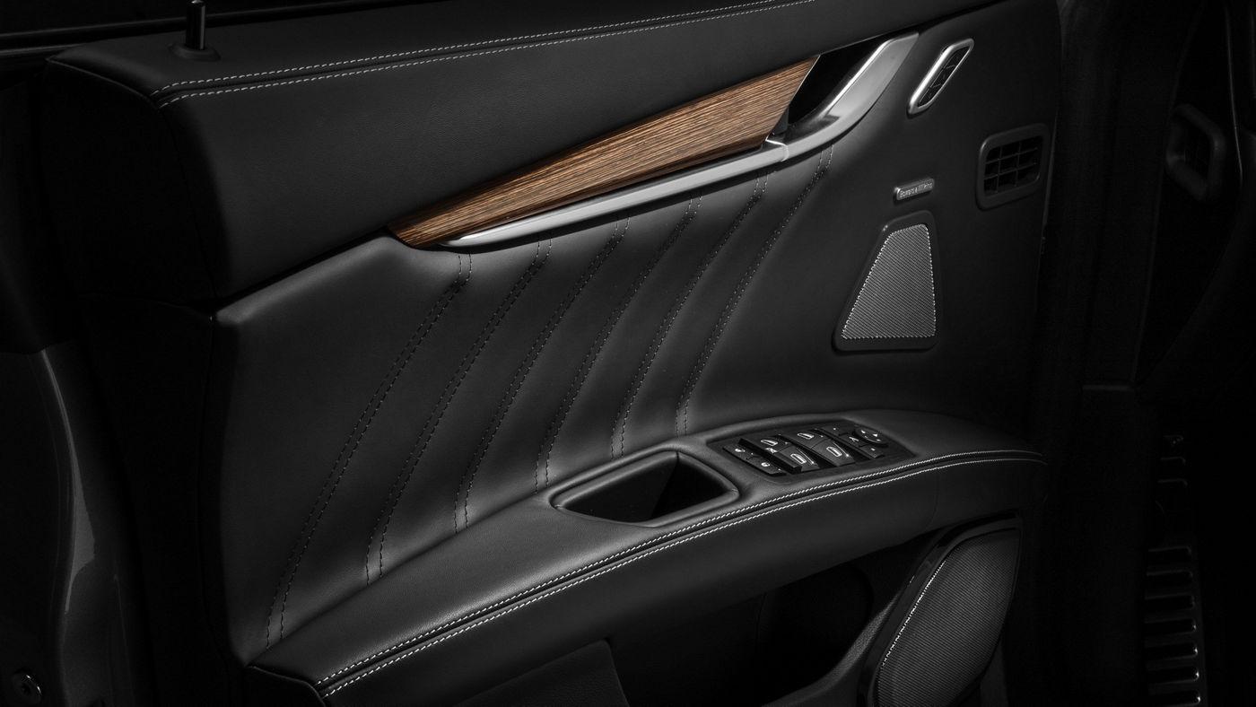 Maserati  Ghibli GranLusso - Détail porte intérieure