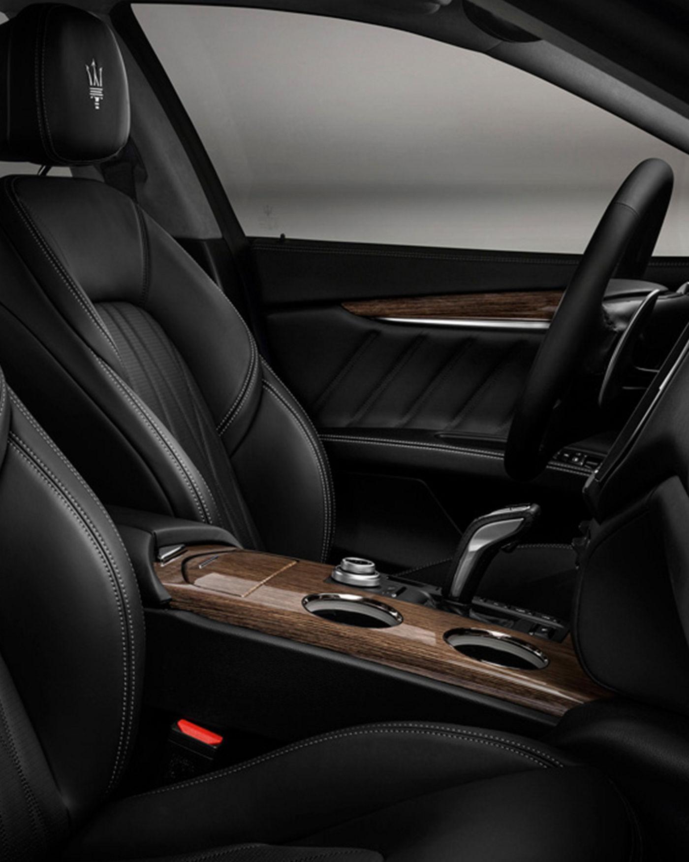 Maserati Ghibli GranLusso interior – front seats