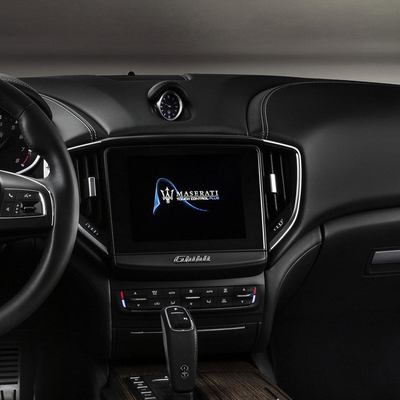 Maserati Ghibli GranLusso - Détail écran tactile