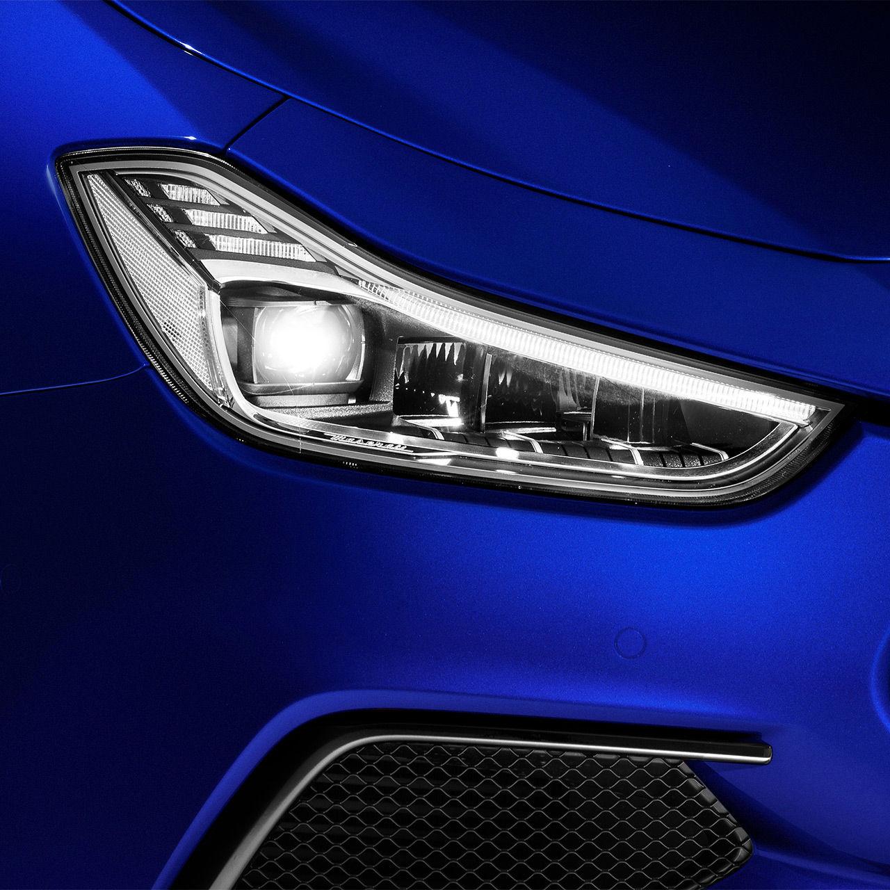 Maserati Ghibli SQ4 - Blau - Kühlergrill und Scheinwerfer