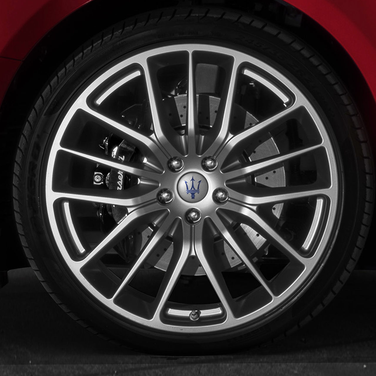 Maserati Ghibli - alloy wheel with Trident's Logo