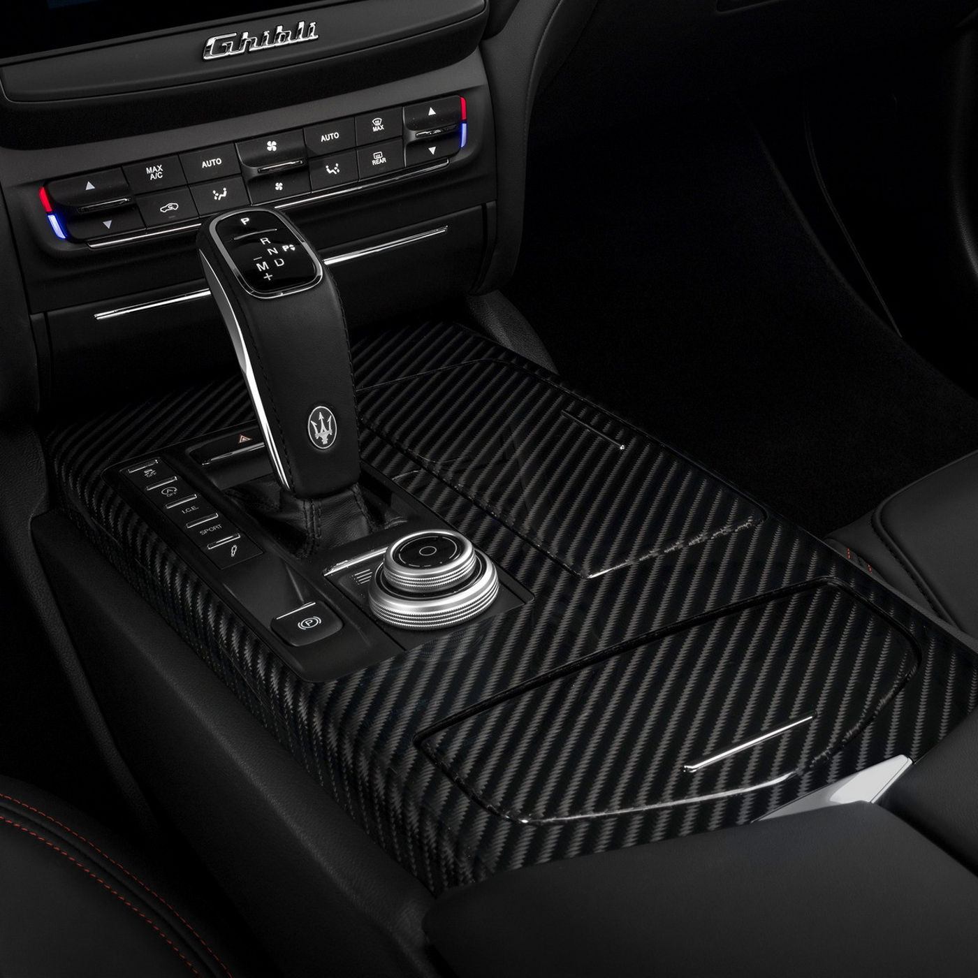 Maserati Ghibli Innenausstattung - Kupplung Detail - Automatikgetriebe