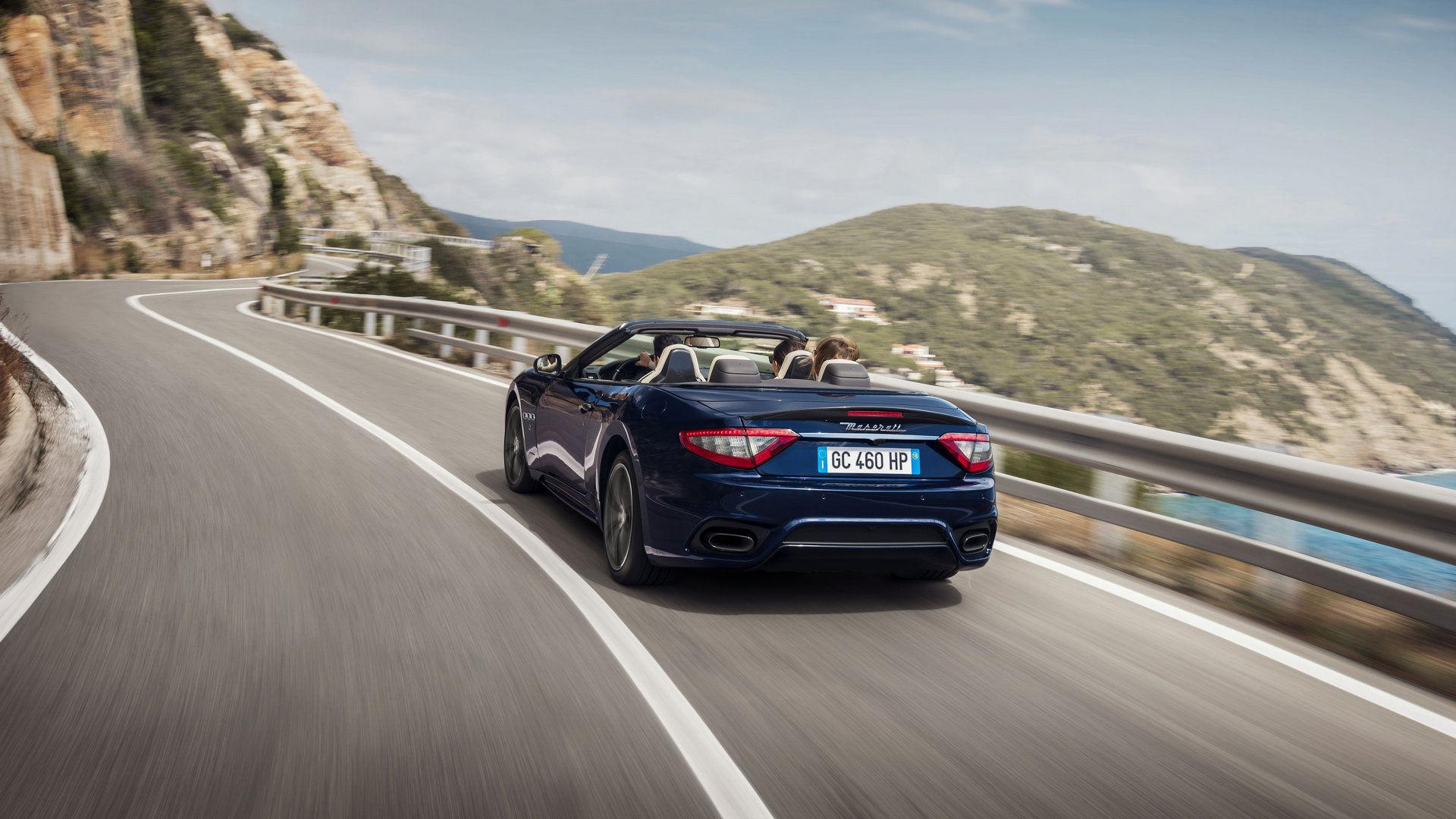 Maserati GranCabrio - Vue arrière - Maserati GranCabrio sur la route