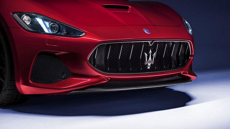 Maserati GranTurismo - Rot - Kühlergrill
