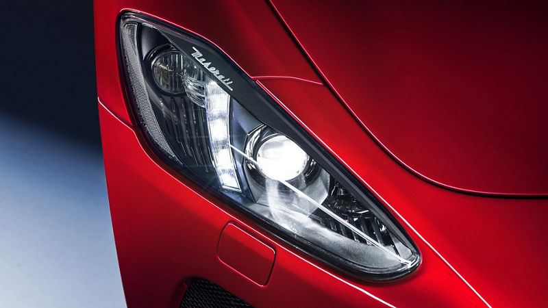 Maserati GranTurismo - Rot - Scheinwerfer