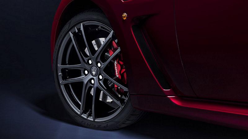 Maserati GranTurismo - Rot - Felge und Bremsscheibe