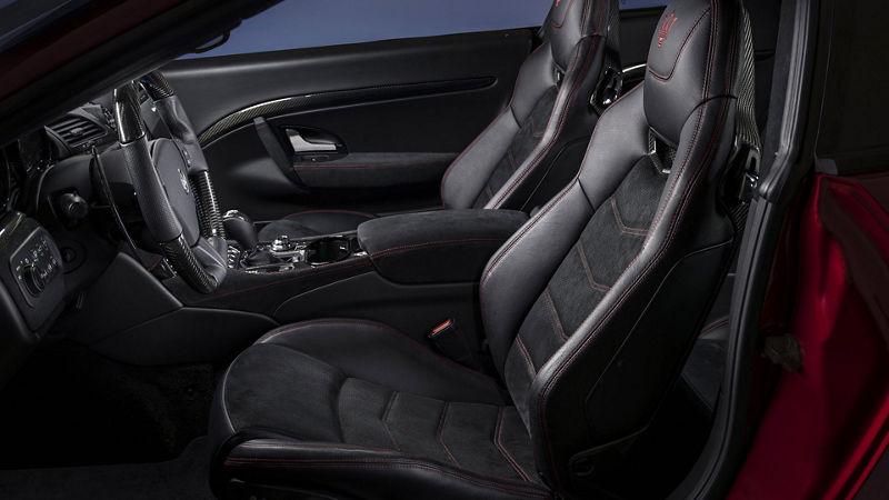 Maserati GranTurismo - Interieur - Dunkle Ledersitze