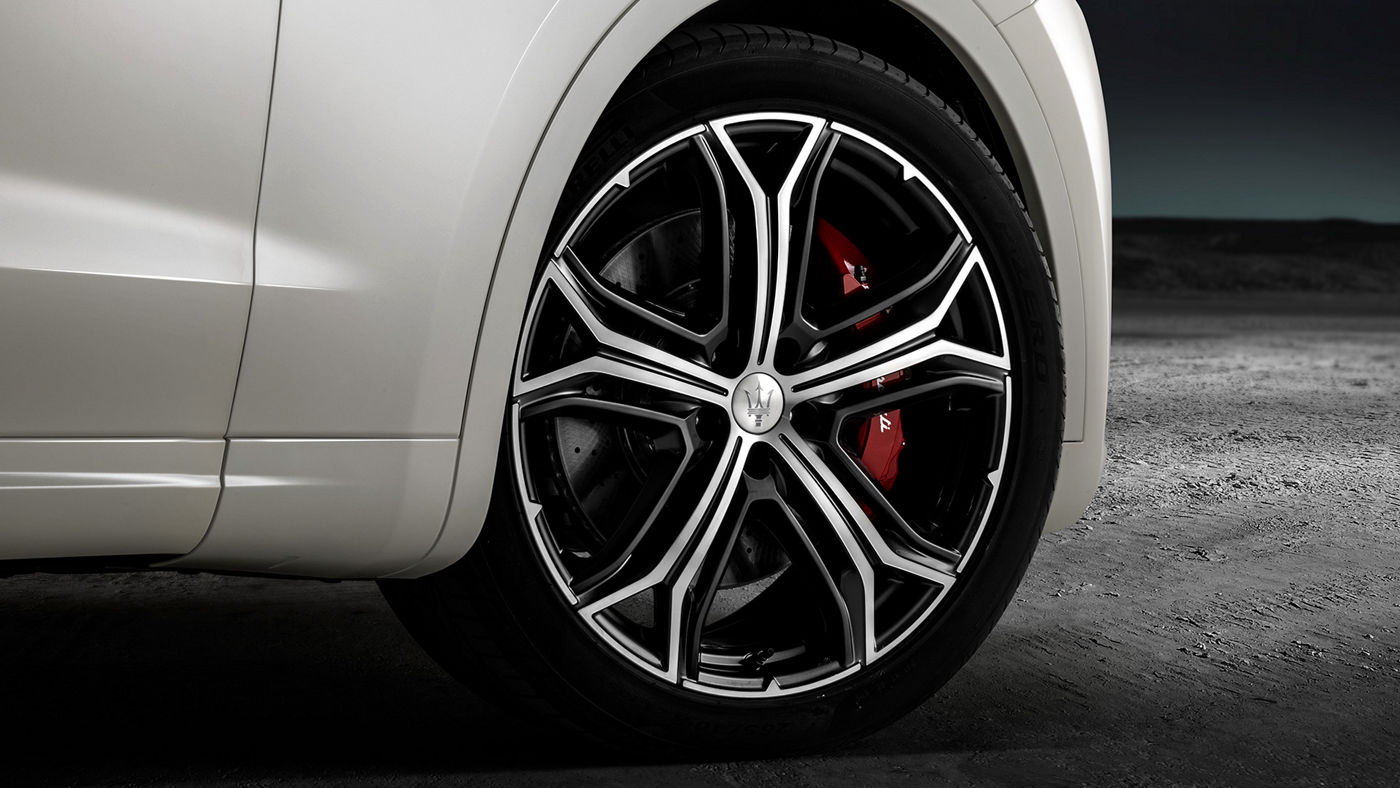Levante GTS – detail of wheel and red brake caliper