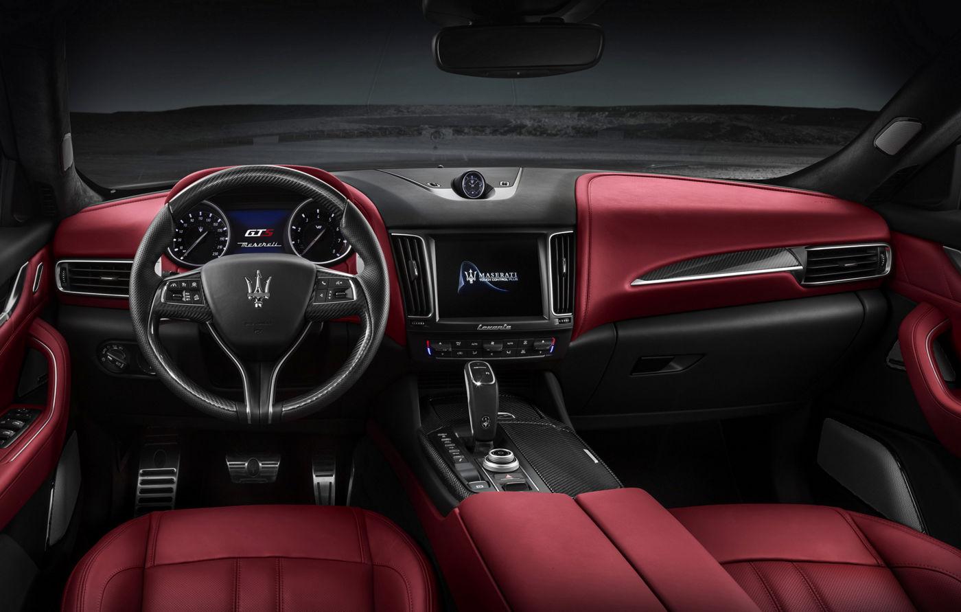 Maserati Levante GTS - Interni di pelle rossi e neri