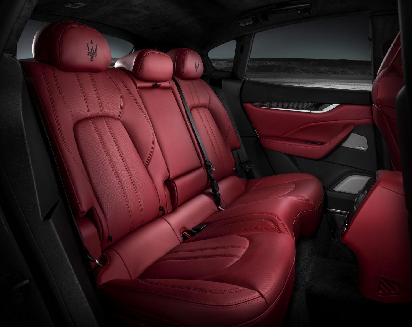 Maserati Levante GTS - Sedili sportivi posteriori di pelle rossi e neri
