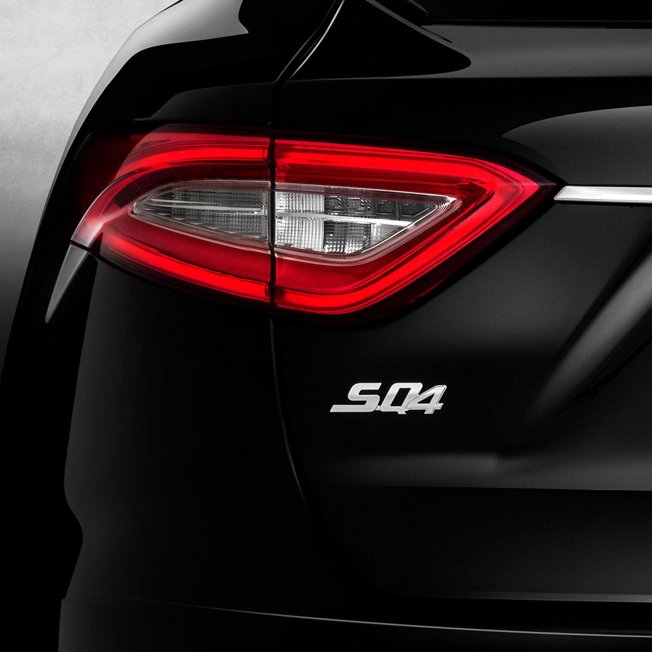 Maserati Q4 Logo unter der Rückleuchte