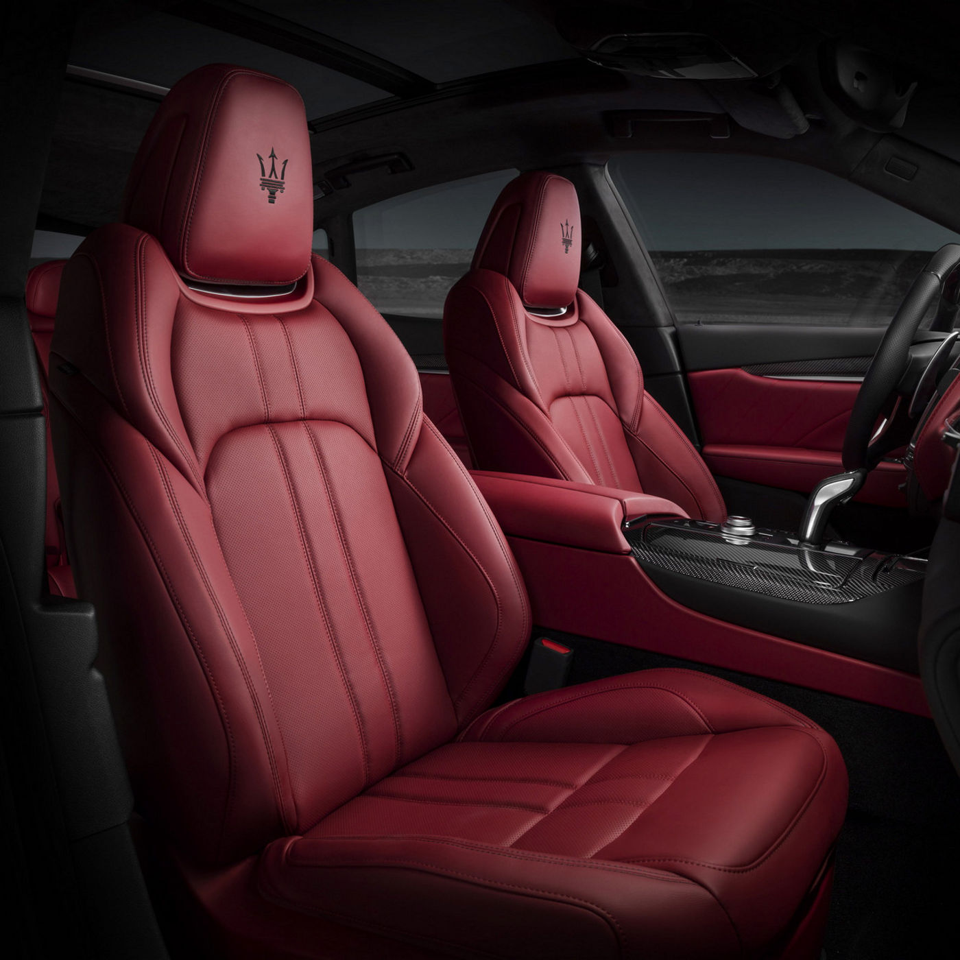 Levante GTS black and red sport seats detail