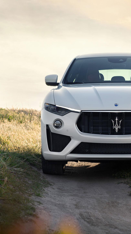 Maserati Levante GTS, colore Bianco, vista frontale