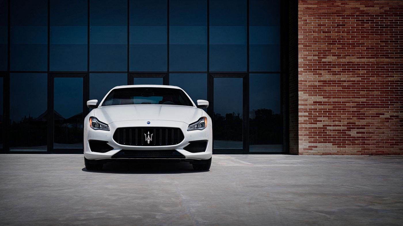 Maserati Quattroporte GTS – Bianco color, front view