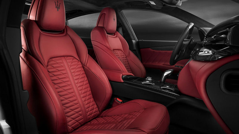 Quattroporte GTS – Red leather seats with black stitchings