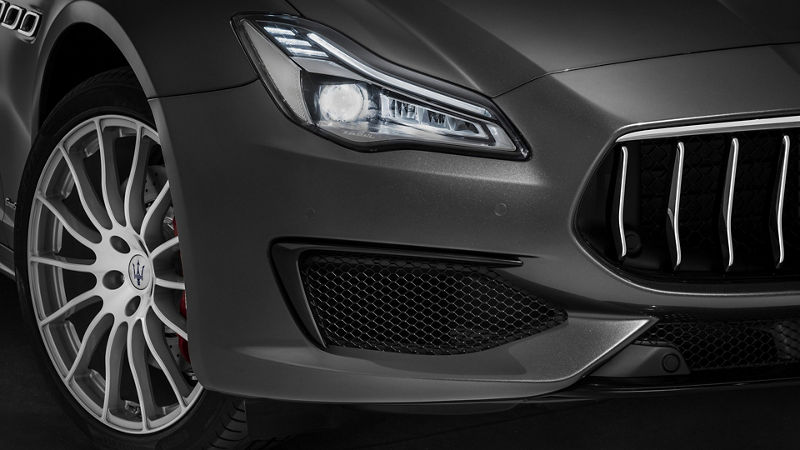 Maserati Quattroporte front view, detail of wheel and headlights