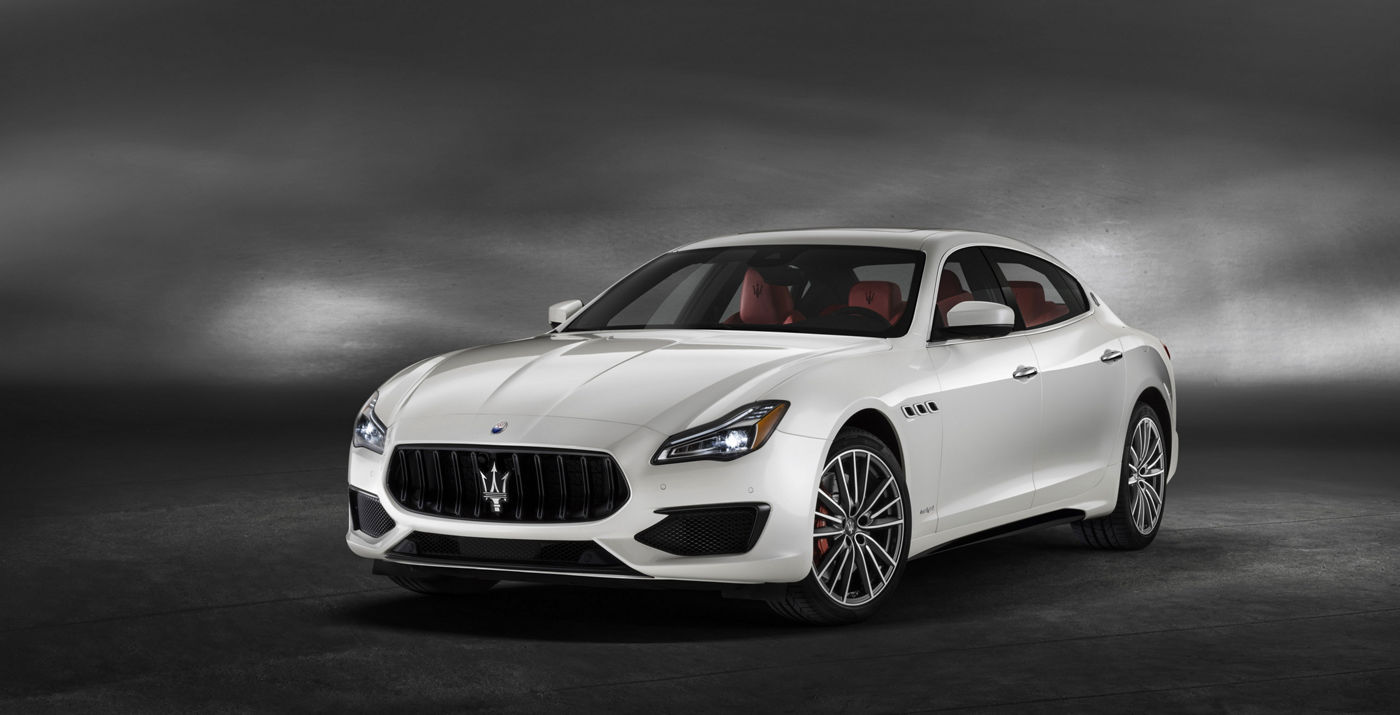 Quattroporte GTS – front view of the luxury sedan in Bianco color