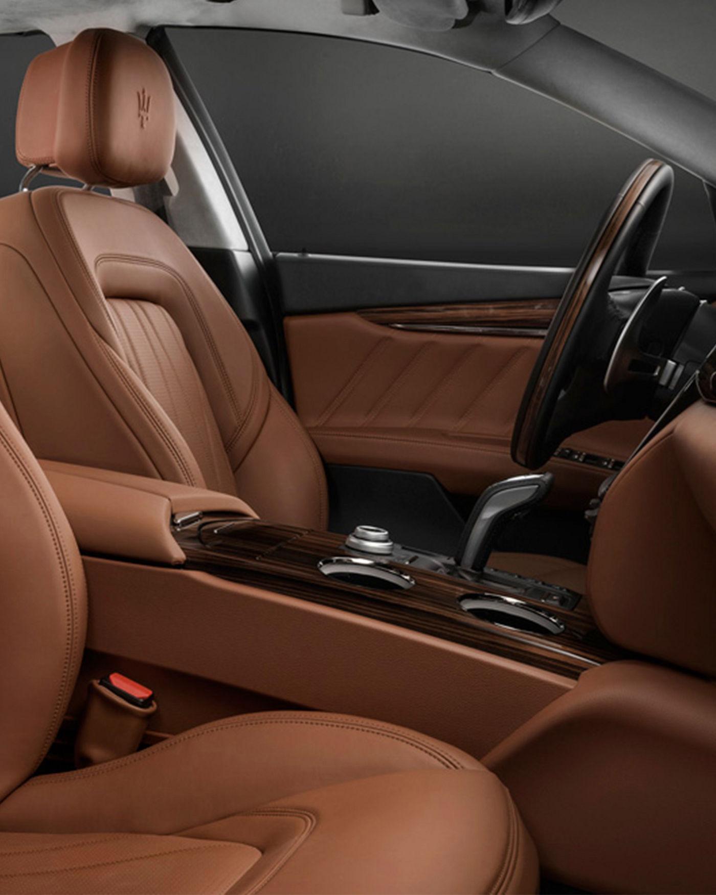 Maserati Quattroporte GranLusso interior – front seats
