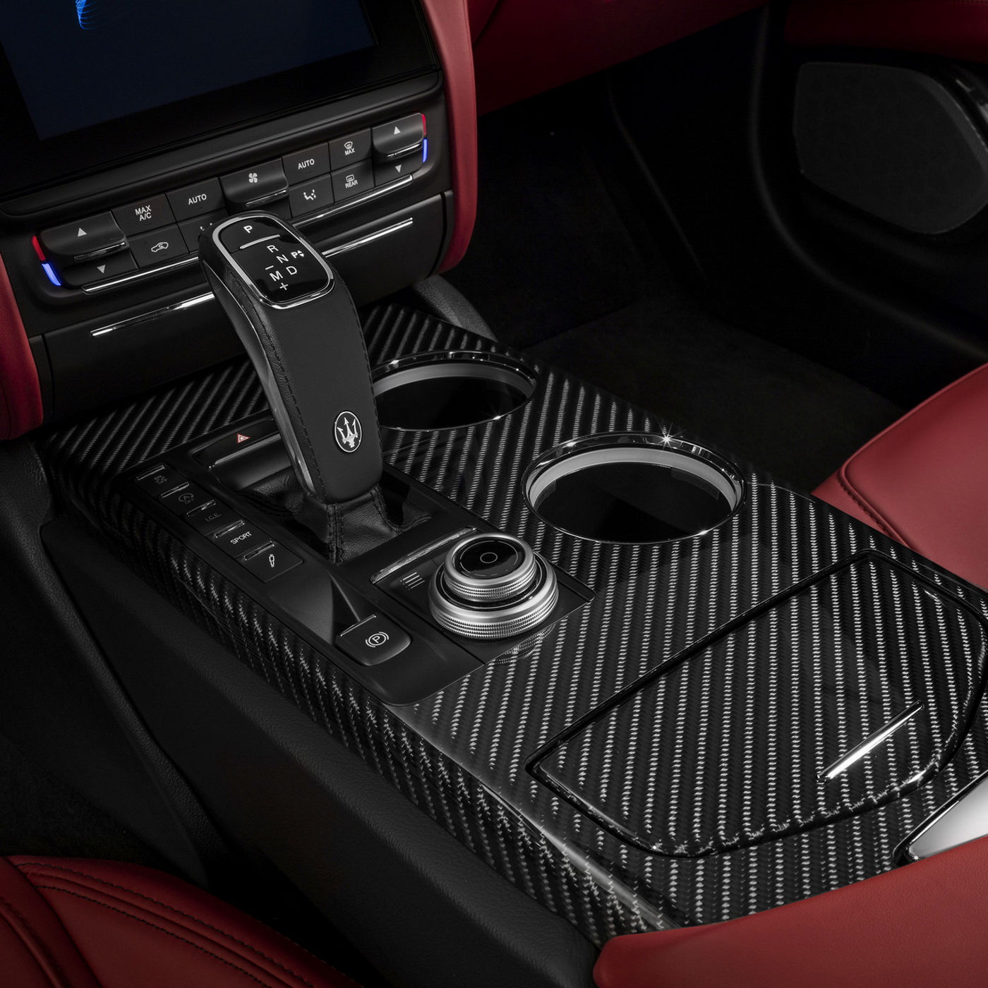 Quattroporte GTS – gear lever with chrome pattern detail