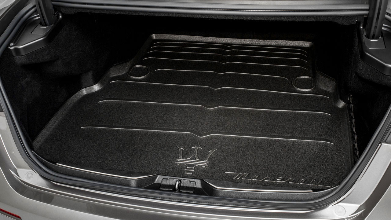 Maserati Quattroporte - Accessories: Luggage compartment