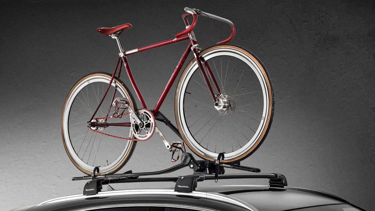 Maserati Levante - Accessories: roof rack bike for SUV