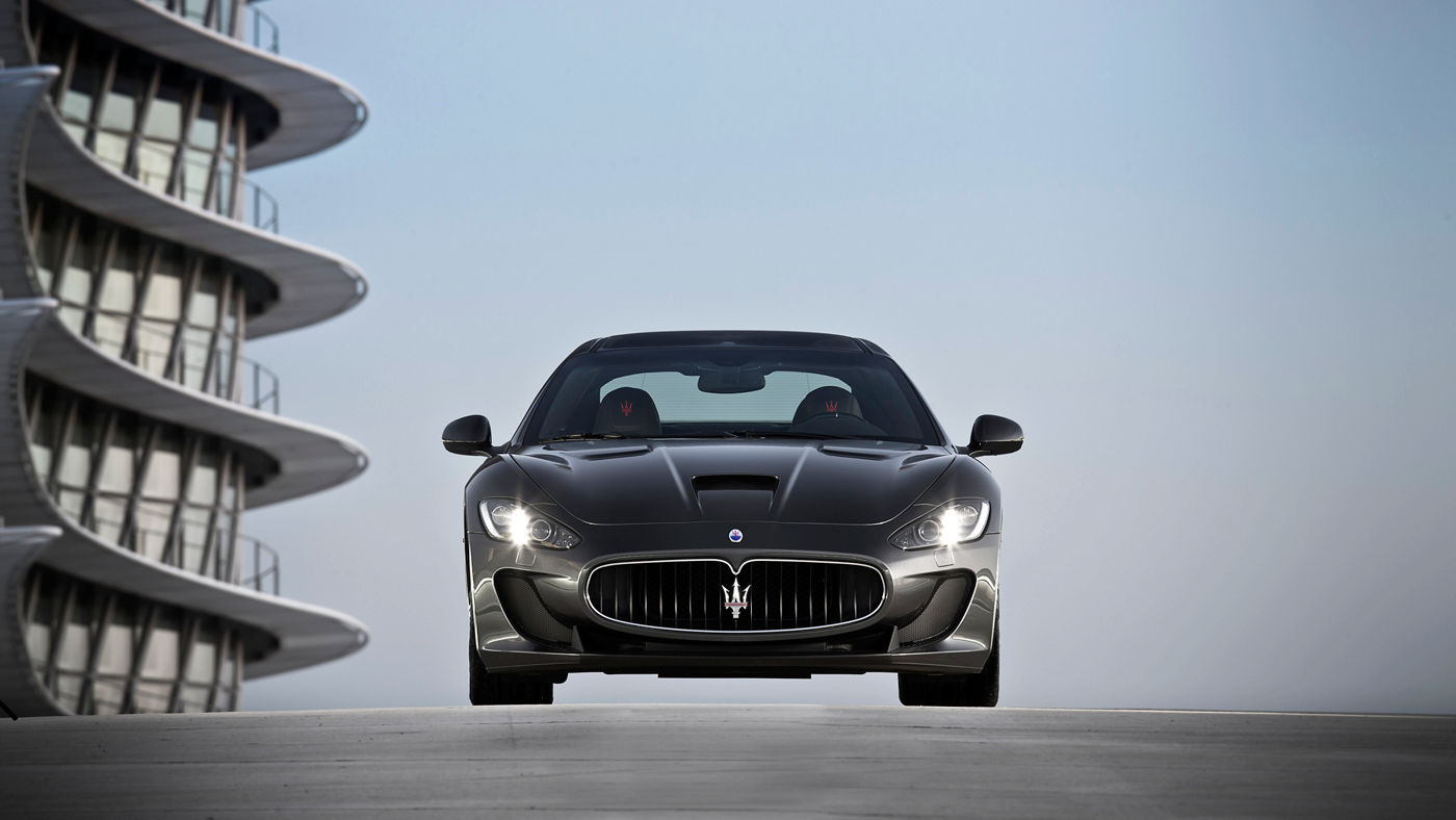 Maserati GranTurismo Hero - Carrosserie grise - Vue frontale