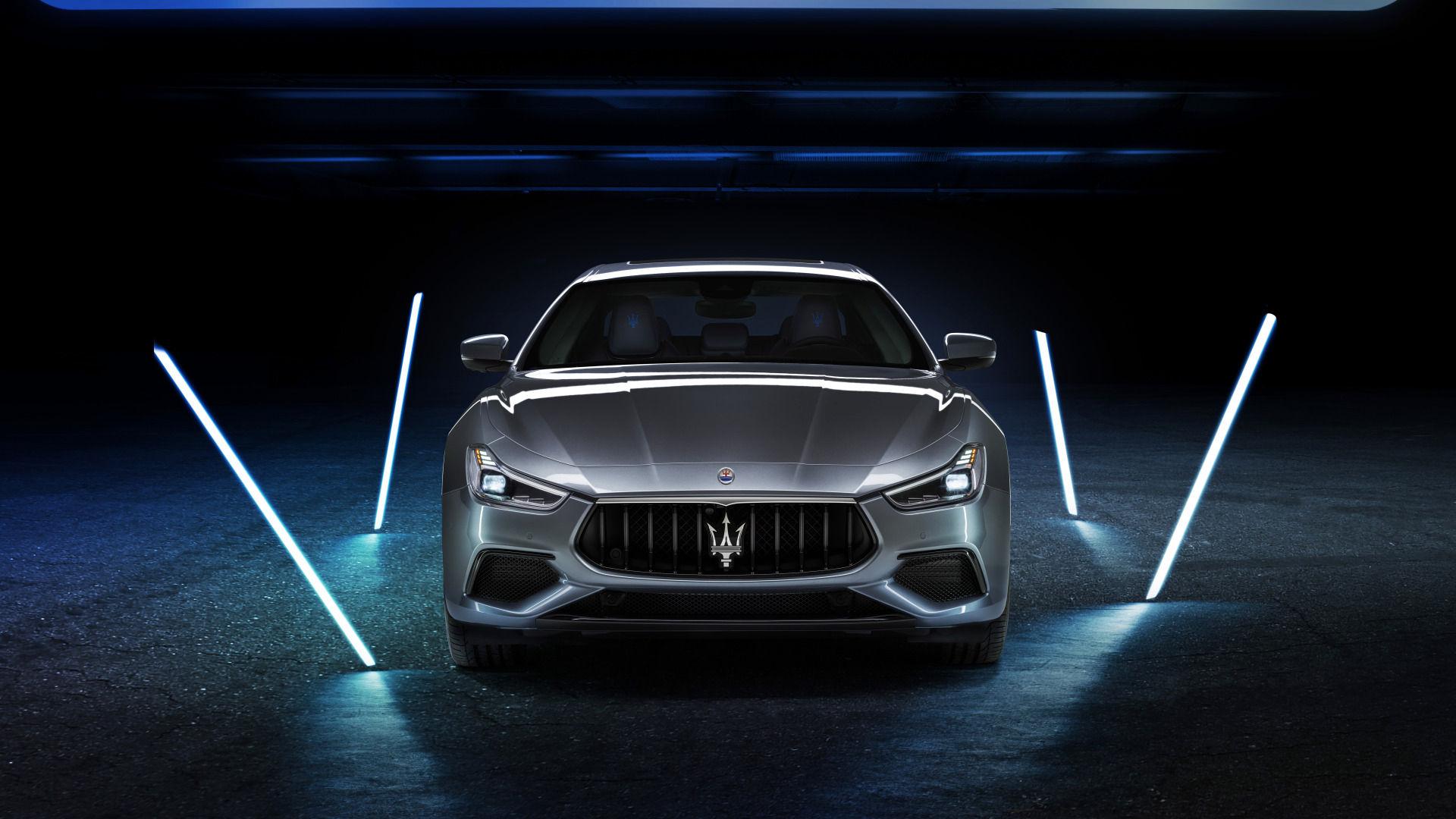 Maserati Ghibli Hybrid - Electric Sportscar: Front view