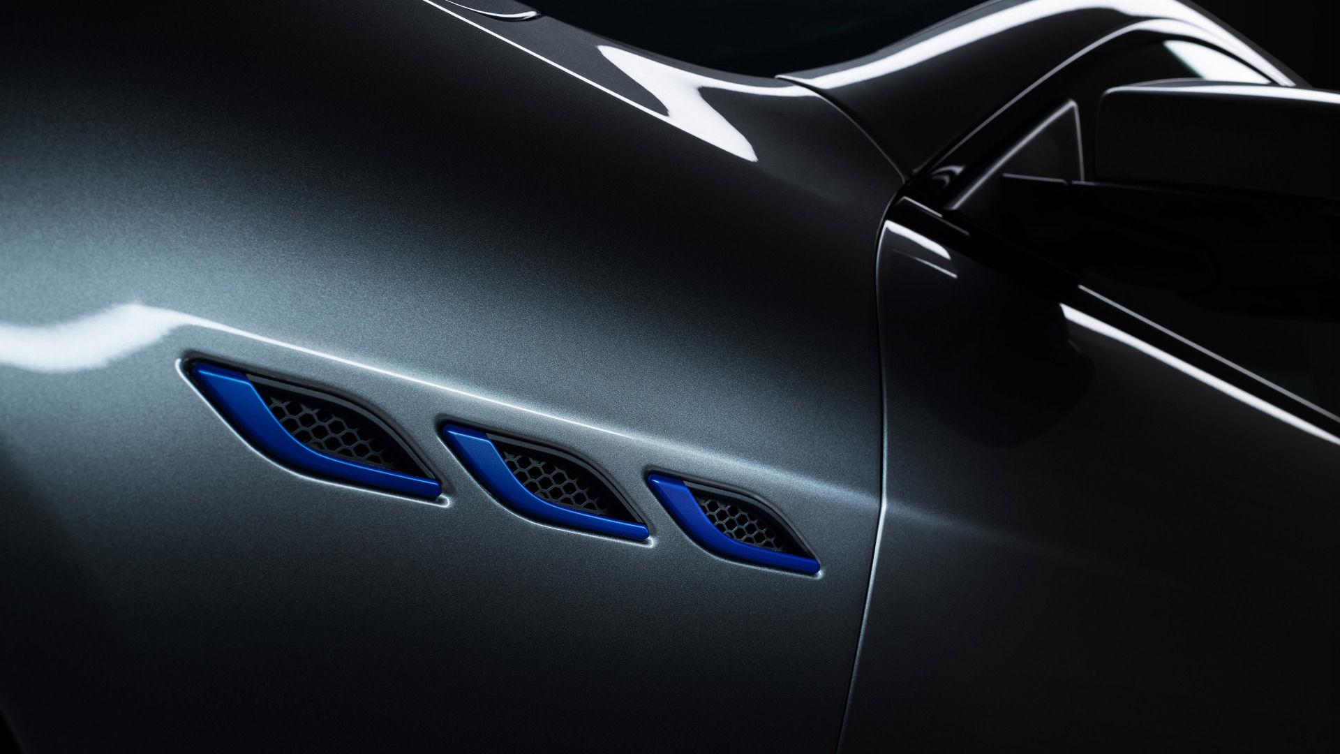 Maserati Ghibli - Grau - seitliche Lufteinlässe