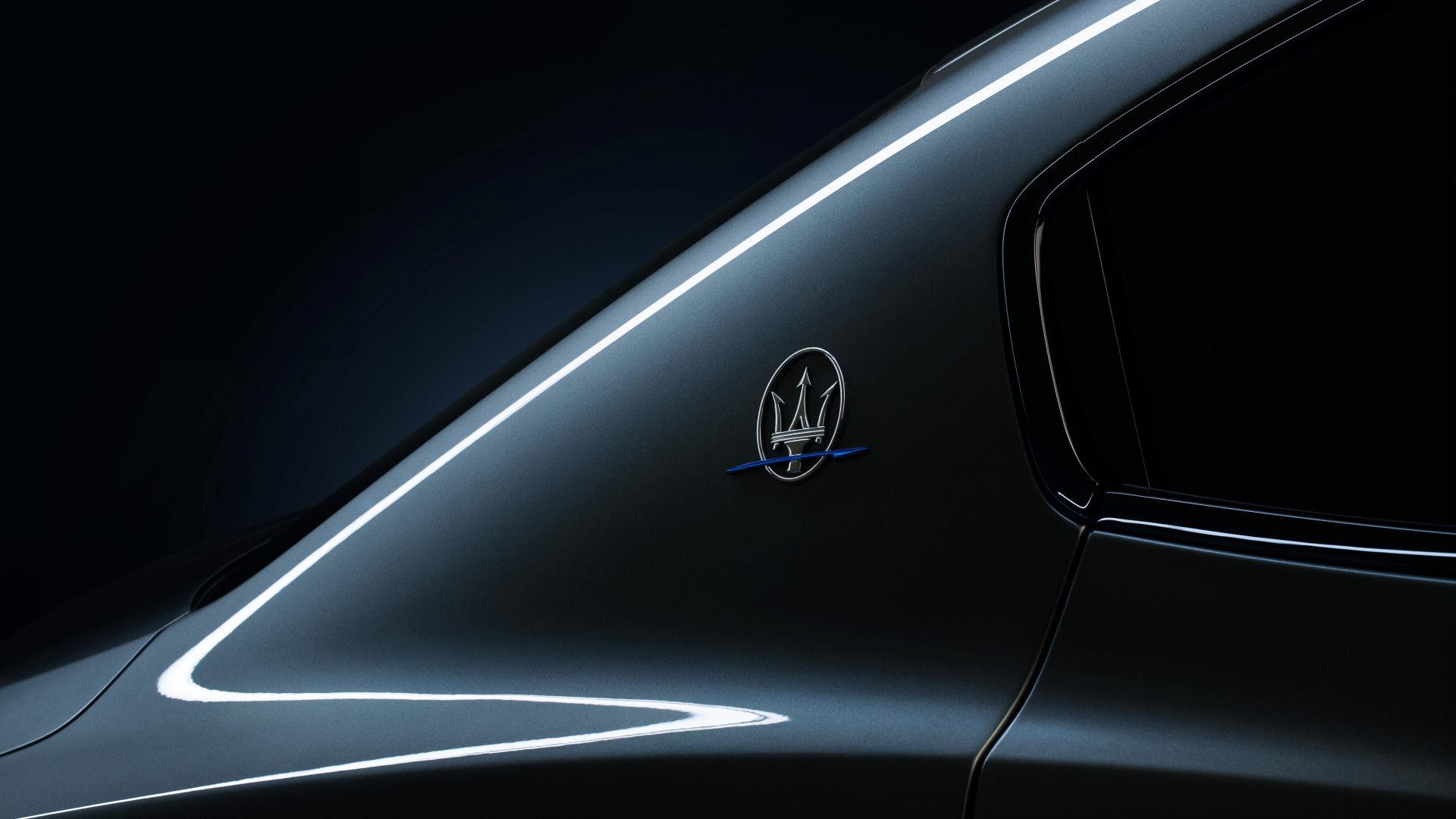 Maserati Ghibli Hybrid - Grau - Detailansicht mit Maserati Dreizack Logo