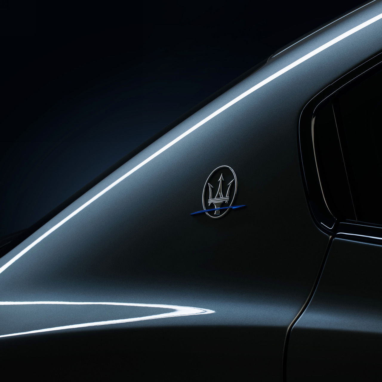 Maserati Ghibli Hybrid - Saetta Logo