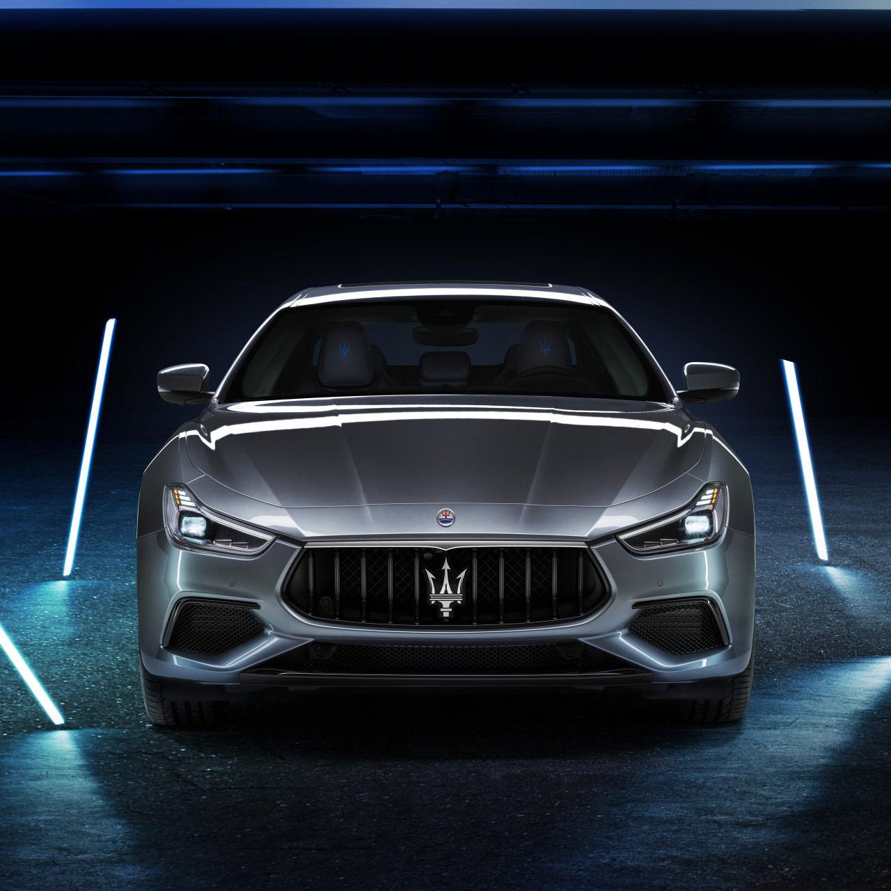 Maserati Ghibli Hybrid - Grau - Frontansicht 2Maserati Ghibli Hybrid - Grau - Frontansicht 2