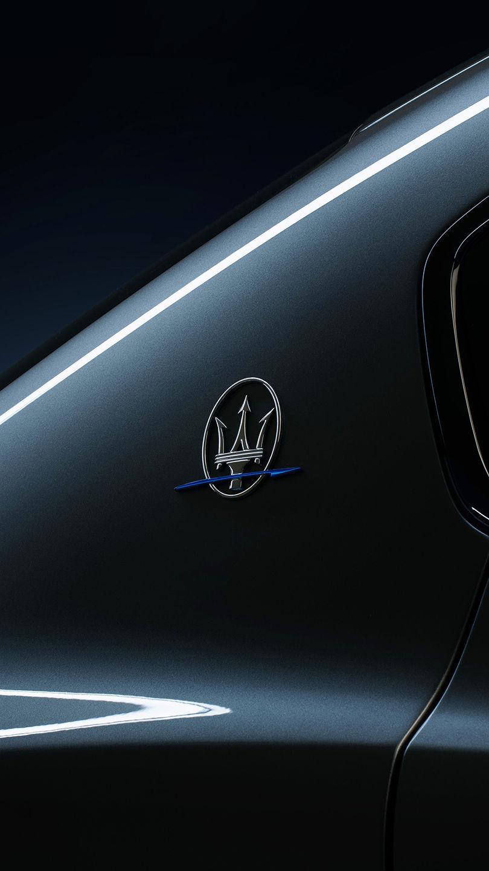 Maserati Ghibli Hybrid - Grau - Saetta Logo