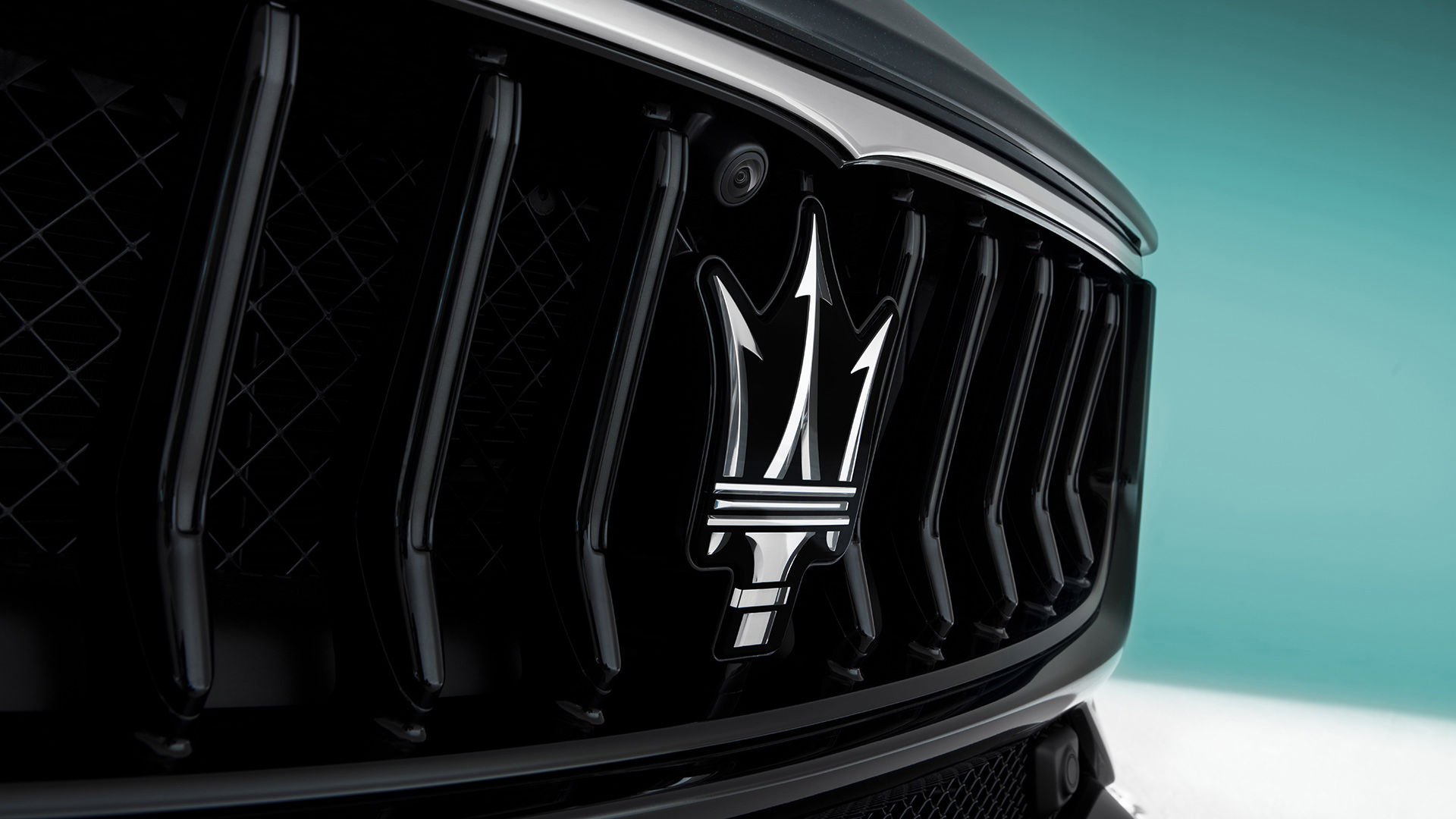 Maserati Ghibli in Schwarz - Kühlergrill und Dreizack-Logo