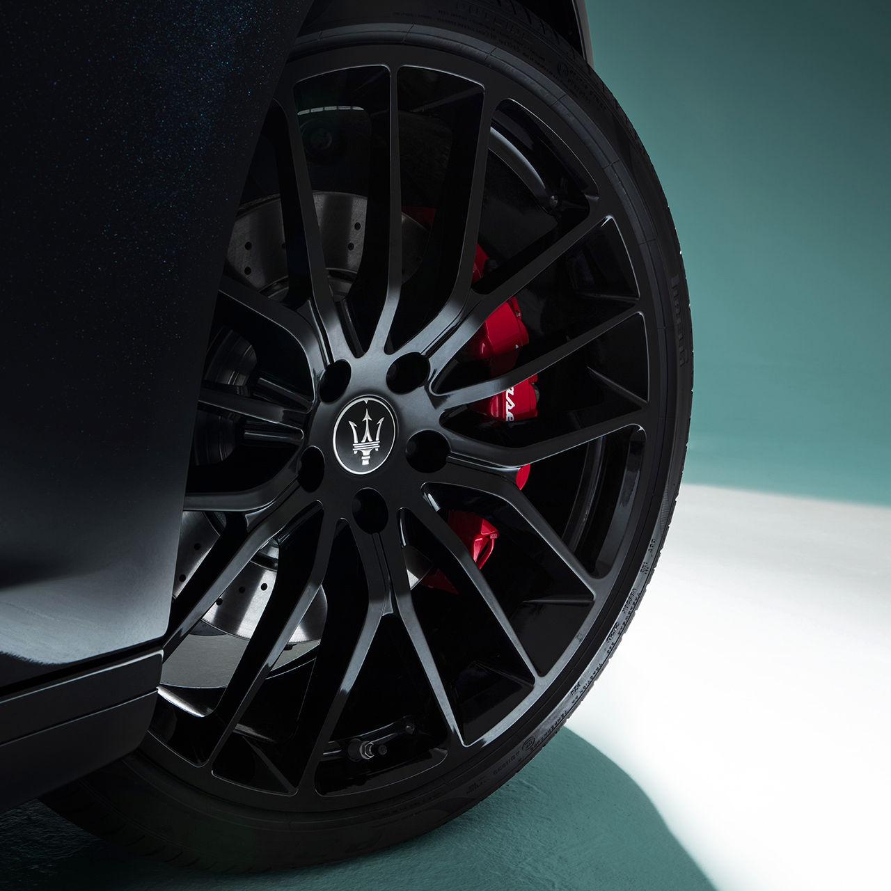 Maserati Ghibli - Rad mit roten Bremssätteln