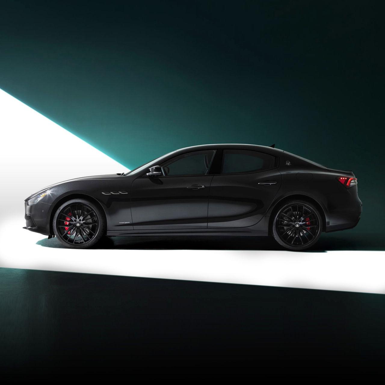 Maserati Ghibli - Schwarz - von der Seite