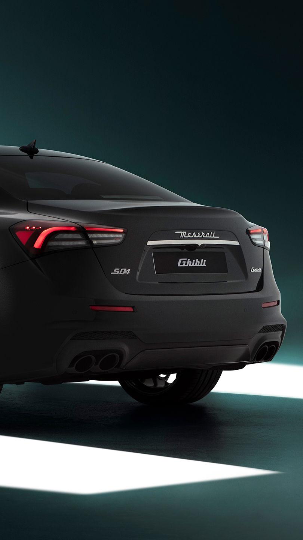 Maserati Ghibli SQ4 - Schwarz - von hinten