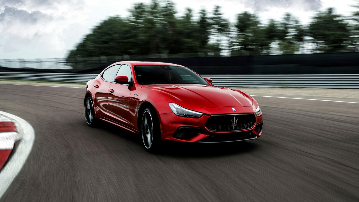 Maserati Ghibli Trofeo in Rot: ein schneller Sportwagen