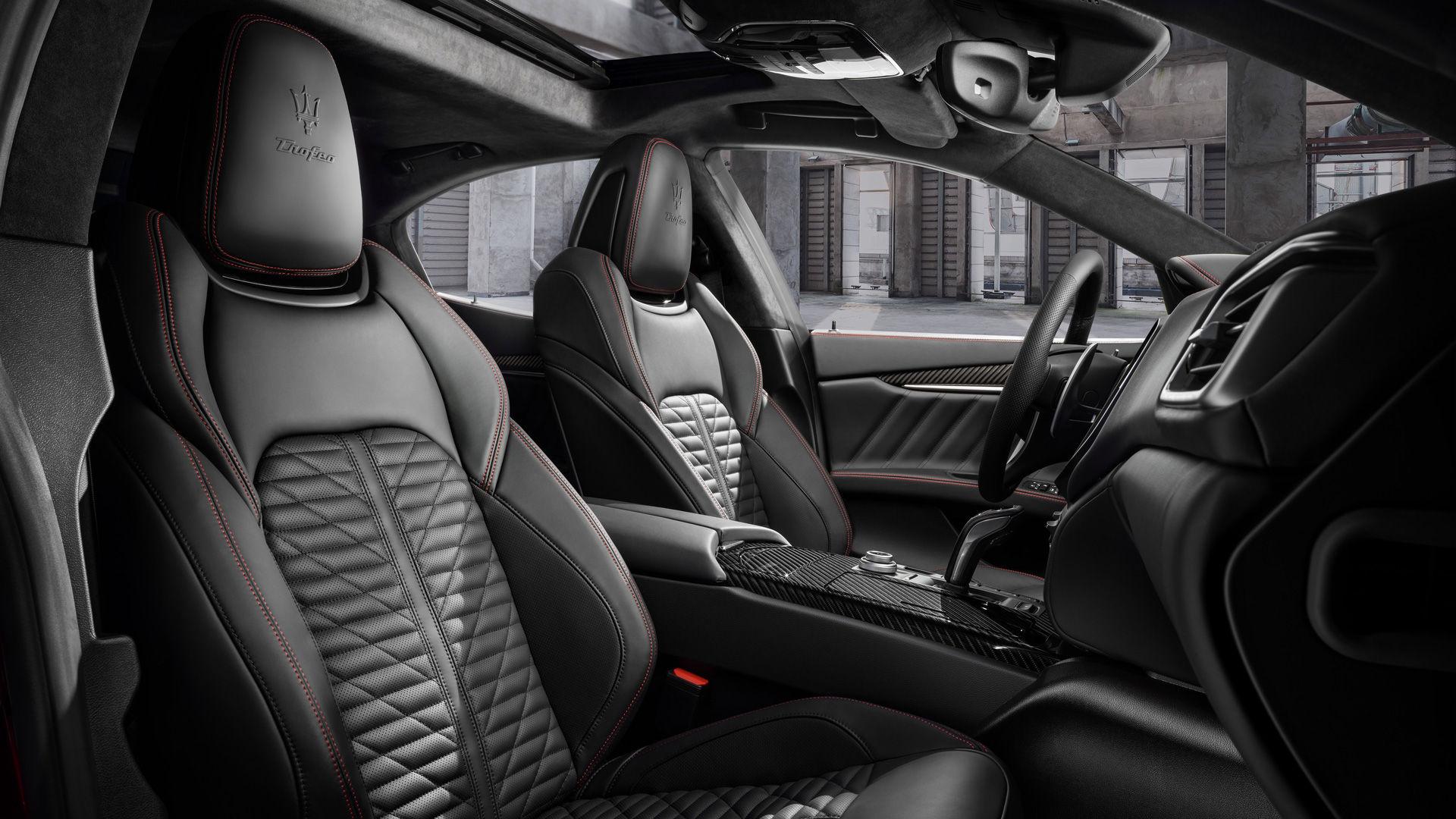 Maserati Ghibli Trofeo Interieur und schwarze Ledersitze