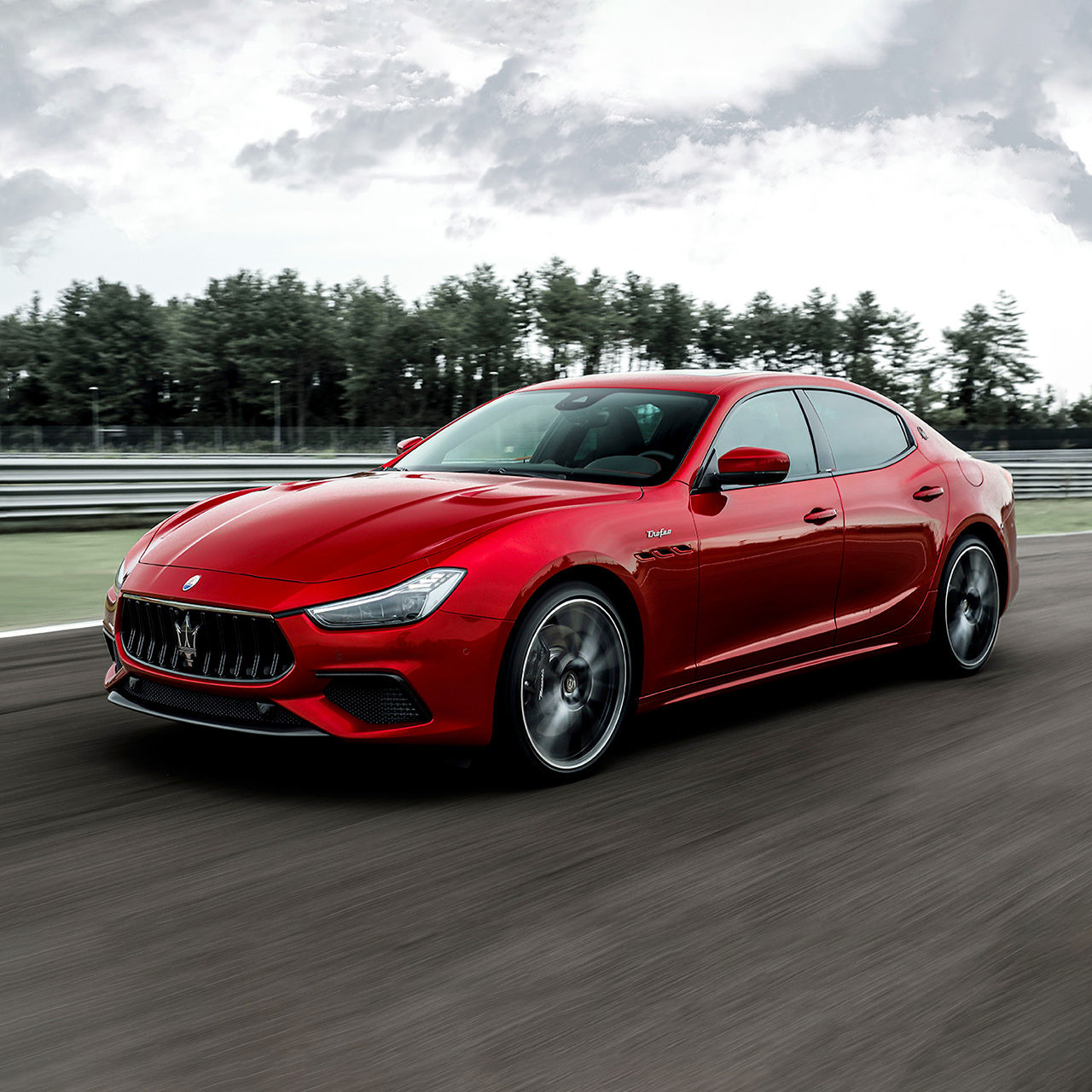 Maserati Ghibli Trofeo - Rot - Auf der Straße