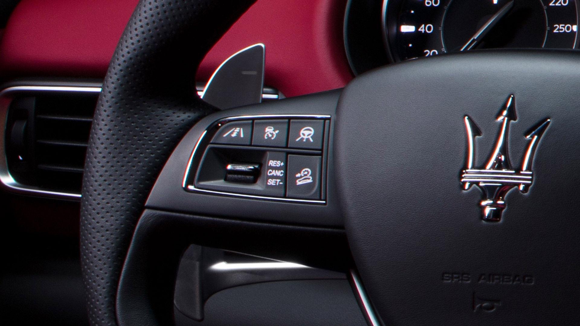 Maserati Levante - Lenkrad - Assistenzsysteme