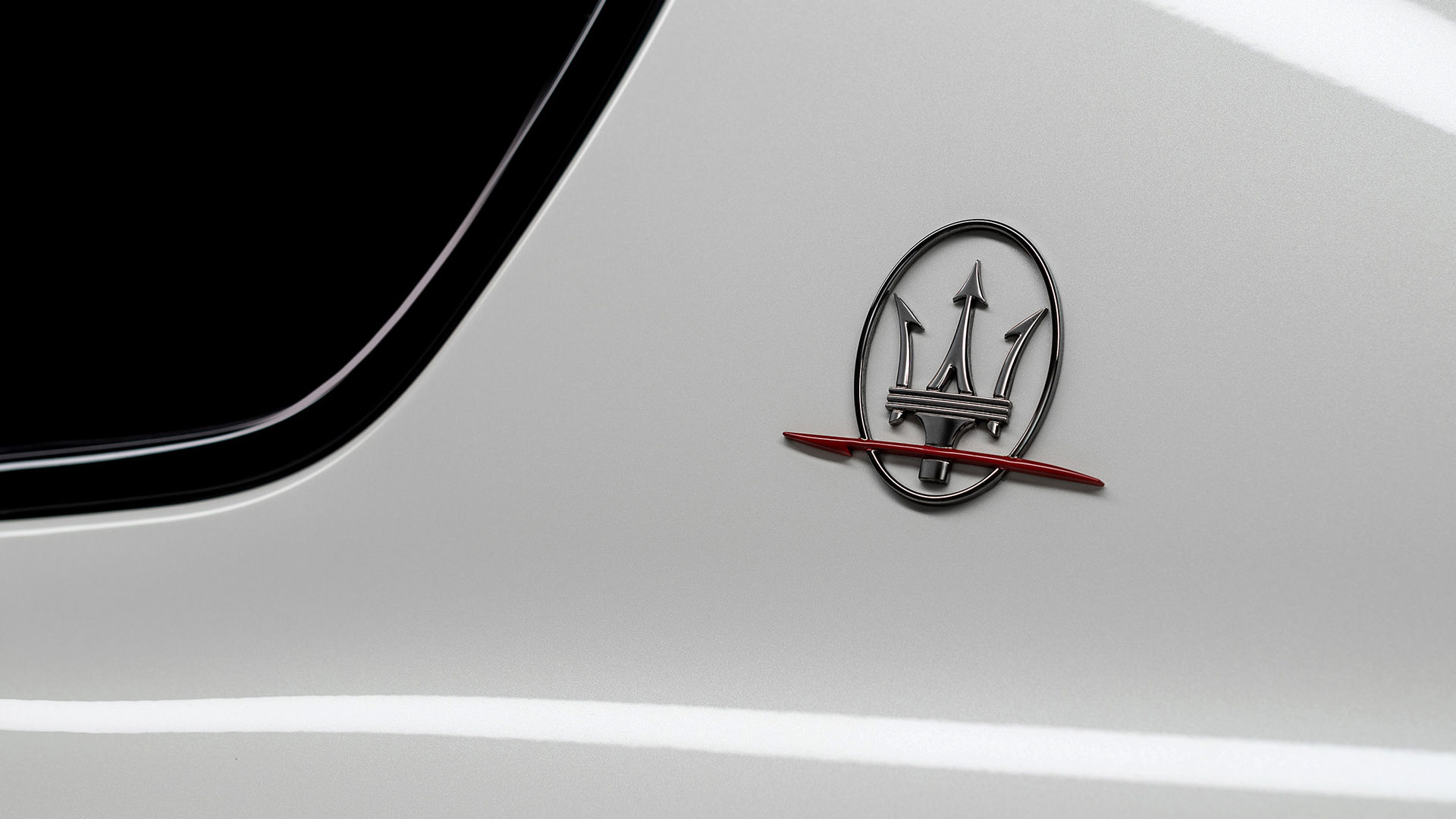 Maserati Levante Trofeo - Weiß - Dreizack Logo
