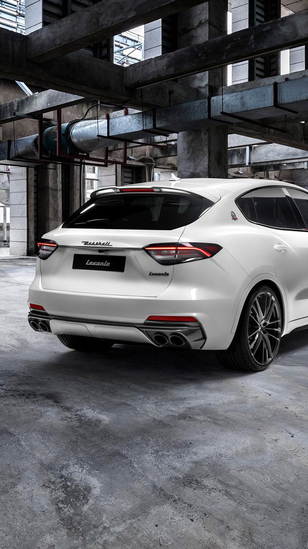 Maserati Levante Trofeo - Weiß - in einer Fabrik - von hinten