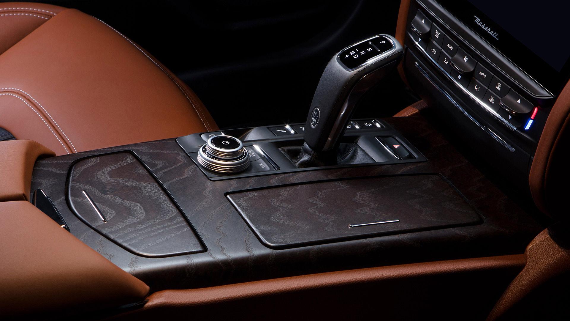 Maserati Quattroporte - Interieur - Automatikgetriebe