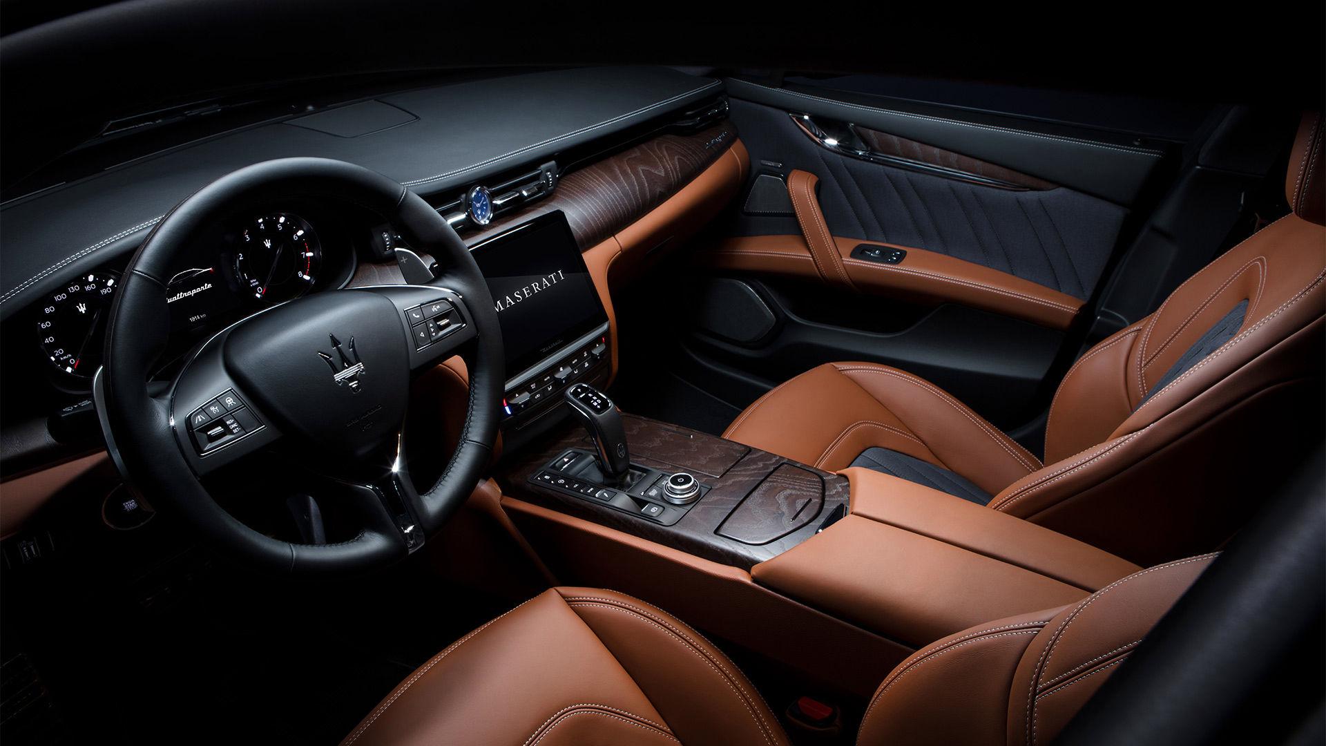 Maserati Quattroporte Interieur: Ledersitze und Cockpit
