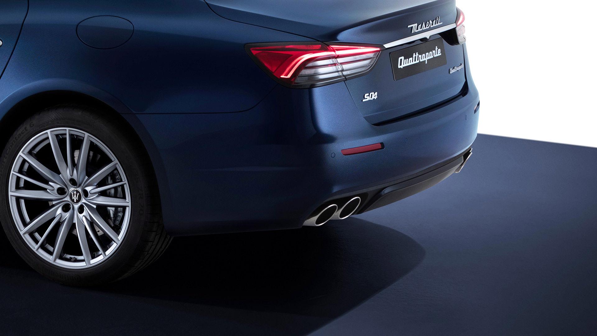 Maserati Quattroporte - Heckansicht von der Seite