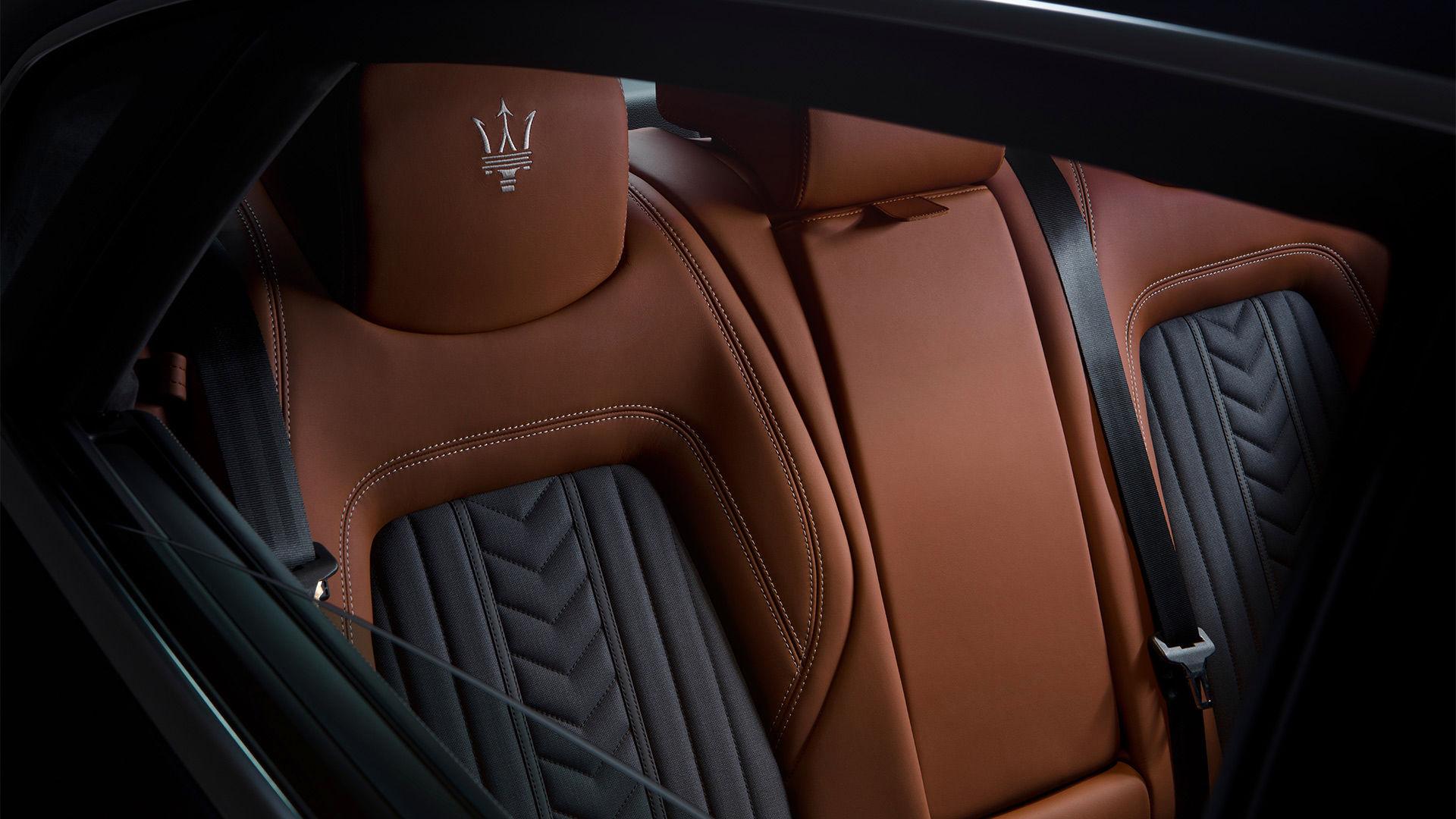 Maserati Quattroporte - Rückklappbare Ledersitze