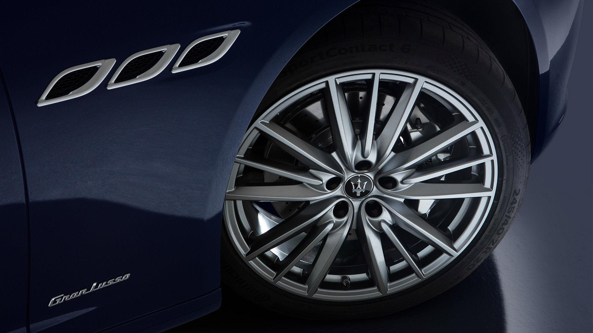 Maserati Quattroporte - Felge und seitliche Lufteinlässe - Nahaufnahme
